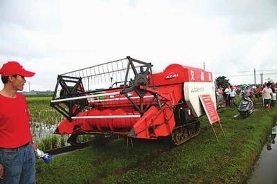 如水稻插秧机,联合收割机,粮食烘干机等,并针对不同机具设置4款保险